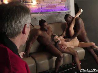 Mlada žena does cuckold 3sum za the old man - porno video 051