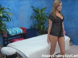 Sexy massaggio ragazza seduces cliente