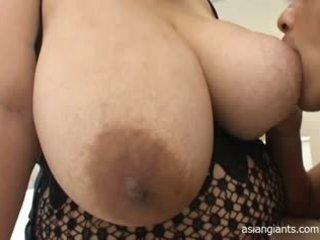 Asia wanita gemuk cantik dengan besar payudara