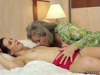 pissing, nonna, lesbica