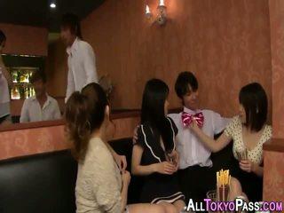 Vollbusig asiatisch babes samenerguss