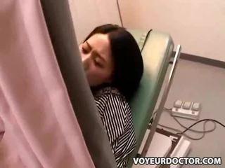 Прихований вуайеріст камера на gynecologist