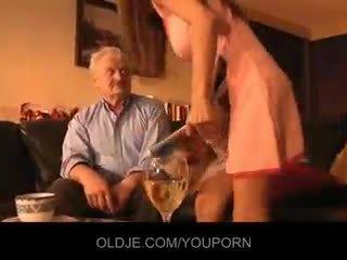 Vectēvs fucked līdz jauns alice