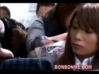 Écolière seduced baisée par geek sur bus 01