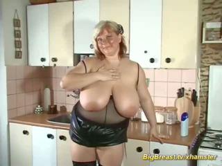 My ekstremno velika naravna breast mama alone pri domov: porno d7