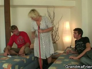 Excitat adolescenta roommate fucks fierbinte bunicuta