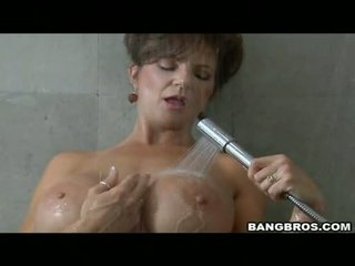 Pleasing momma deauxma likes the pleasure of getting sauced on her mouth with gutarmak