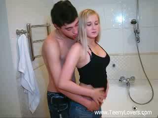 Tipu lovers sisään the bath
