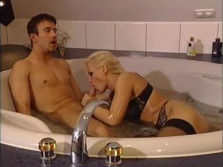 Kelly trump v bath tub
