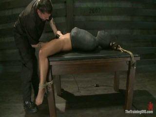 Adrianna experiences restrictive slavery och sinne dicklicking orgasms onto dag 3.