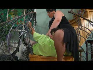 Montok mama gets dia alat kemaluan wanita prepared