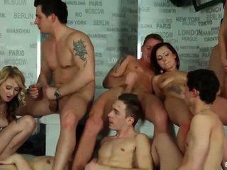 Bissexual orgia cumshots