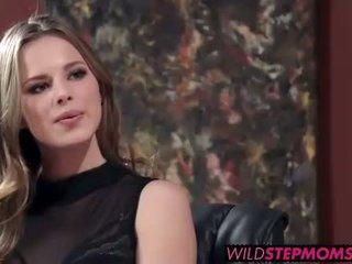 Abbey brooks accompanies dela stepdaughter para um trabalho entrevista