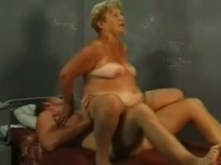 Nonnina e giovane cazzo