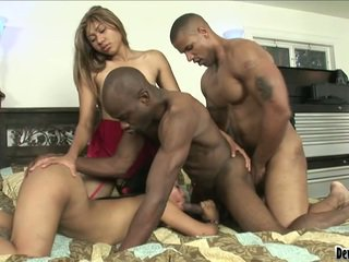 Pair persons y two dama durante caliente bisexual bonking momento