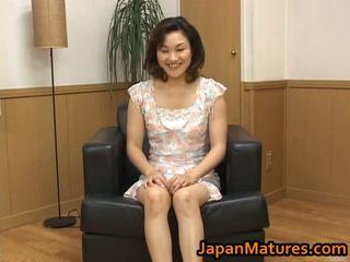 Knulling eldre asiatisk kvinne