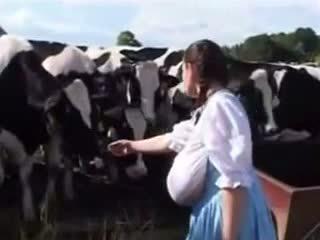 Немски мляко прислужница: безплатно забавно порно видео