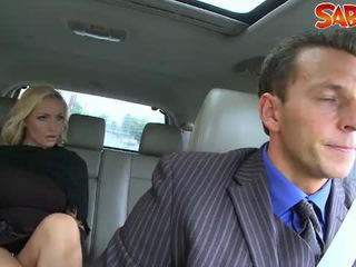 I eksituar widow nailed nga chauffeur
