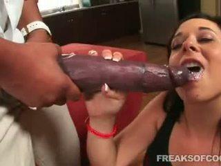 Soaked porno floozy aarielle alexis stuffs ei gură cu o monstru penis
