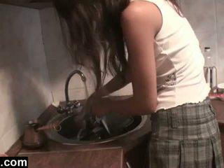 Dagfs: amatööri girlfriends licking sisään the keittiö