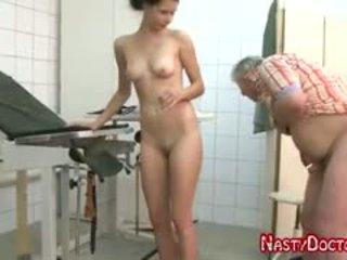 Tanja sucks old doc pénis