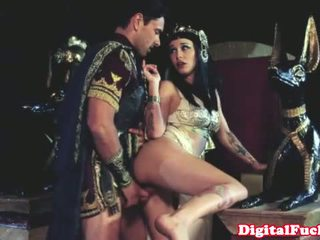 Cleopatra jebanie ďalšie roman dude