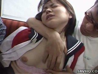 Japonesa adolescente en escuela uniforme has trío