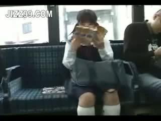 Mokinukė seduced koja pakliuvom iki geek apie autobusas