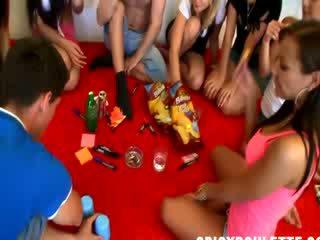 Skutečný vysoká škola strana pohlaví spinner láhev
