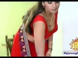 South intialainen näyttelijätär bhuvaneshwari navel show