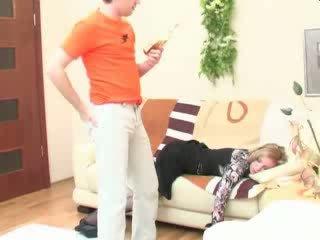 醉 睡眠 妈妈 肛交 性交 视频