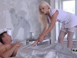 Ultra szexi takarítónő és ápolónő ad azok beteg egy double lábszex és fasz