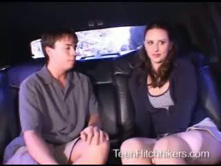 Tenåring hitchhiker enjoying trekant sex