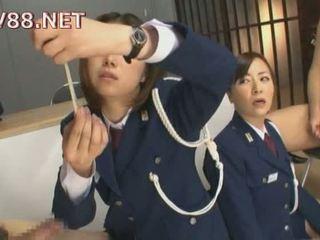 일본의 female 감옥 guards 씨발 그들의 inmates