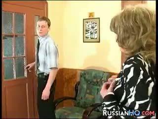 nonna, vecchio + giovane, russo
