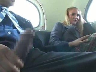 Dandy 171 blondt student cfnm moro på buss 1