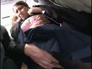 Innocent 아기 모색 에 오르가슴 에 a 버스