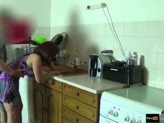 Step-mom erő szar és kap beleélvezés által step-son míg ő van stuck