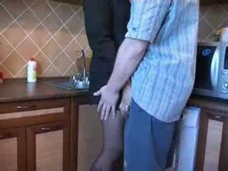 Горещ мама прецака в кухня след тя husbands funeral видео