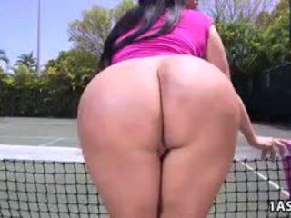 脂肪 屁股 kiara mia gets 性交 在 一 网球 法庭