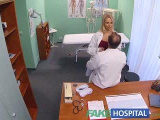 Fakehospital новий медсестра takes double кінчання від збуджена лікар