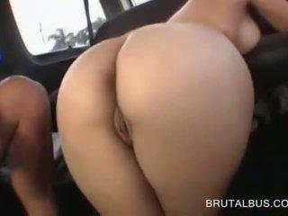 นมโต หญิง ใน ใส่แว่น fellating มหาศาล หำ ใน รถบัส