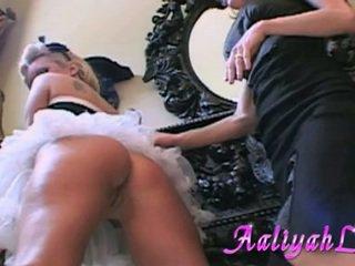 Aaliyah amor hottie sirvienta llegar su piel pie fingered