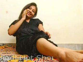 인도의 뜨거운 소녀 masturbates 에 전화