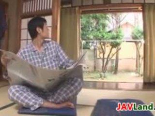 性感 日本语 家庭主妇 同 大 奶