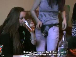 Tahapaknà kolese girls try out tali-nank bayan video