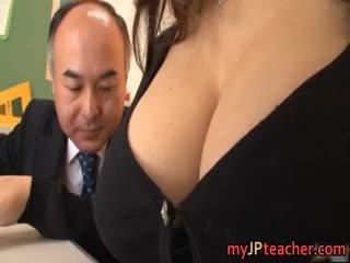 Büyük ğöğüslü treyler kız ruri saijo bounces
