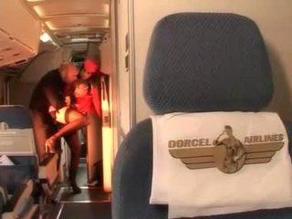Difícil anal com sexy hospedeira em o pilots cabin