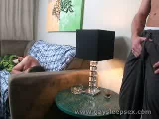 Uklamak roomate woken up to sexual situation