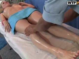 Ariana has dia smooth alat kemaluan wanita massaged dan bumped